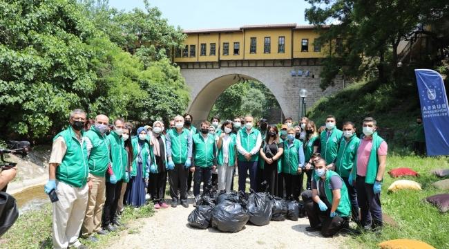 Başkan Aktaş Dünya Çevre Gününde çöp topladı