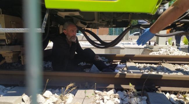 - Bursa metrosunda korku dolu anlar...Şehrin metro hattını yarım saat kilitledi