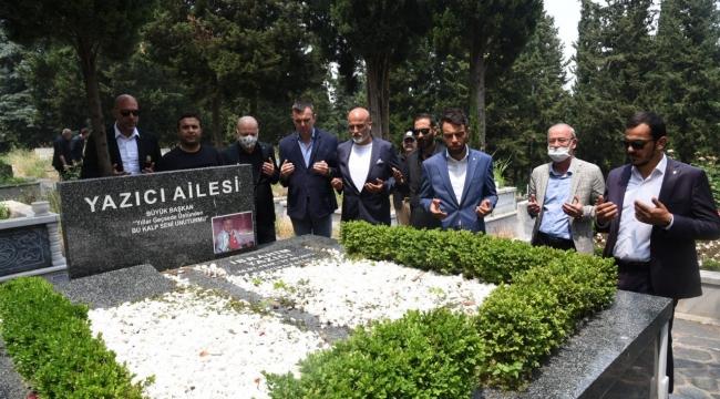 Bursaspor'un yeni yönetimi Yazıcı'nın kabrini ziyaret etti