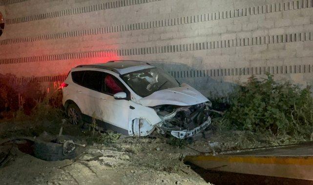 Bursa'da kız arkadaşı ile duvara çarparak kaza yapan sürücü olay yerinden kaçtı