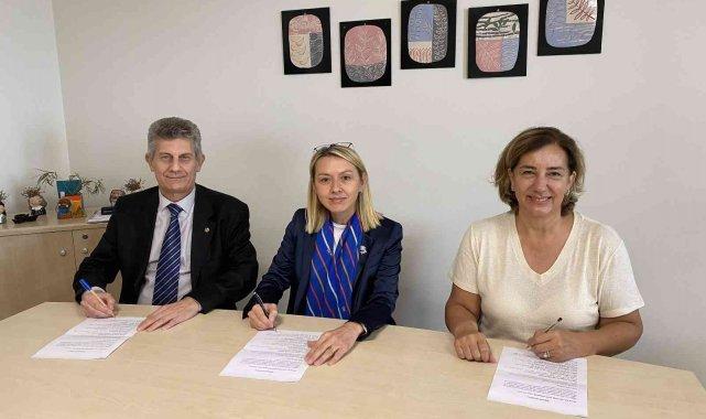 Bursa'da kız öğrencilere yönelik eğitim programı başlatıldı